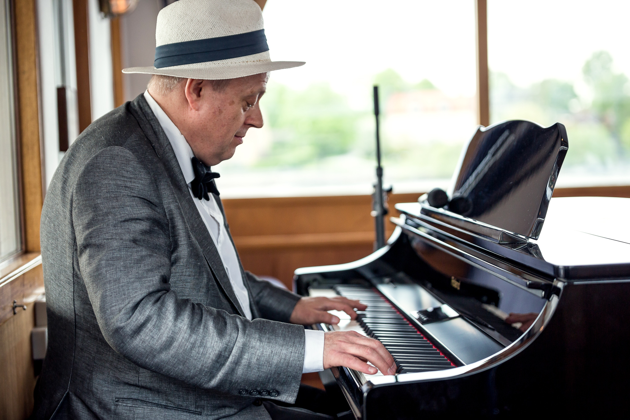 Hyr en pianist